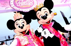 Mickey & Minnie waiting for all the Princess at the 1/2 marathon finish line!