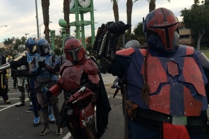 Bounty Hunters Give Hi-Fives?
